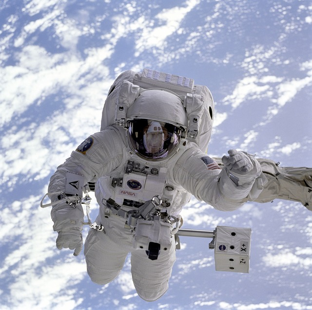 astronaut-11050_640