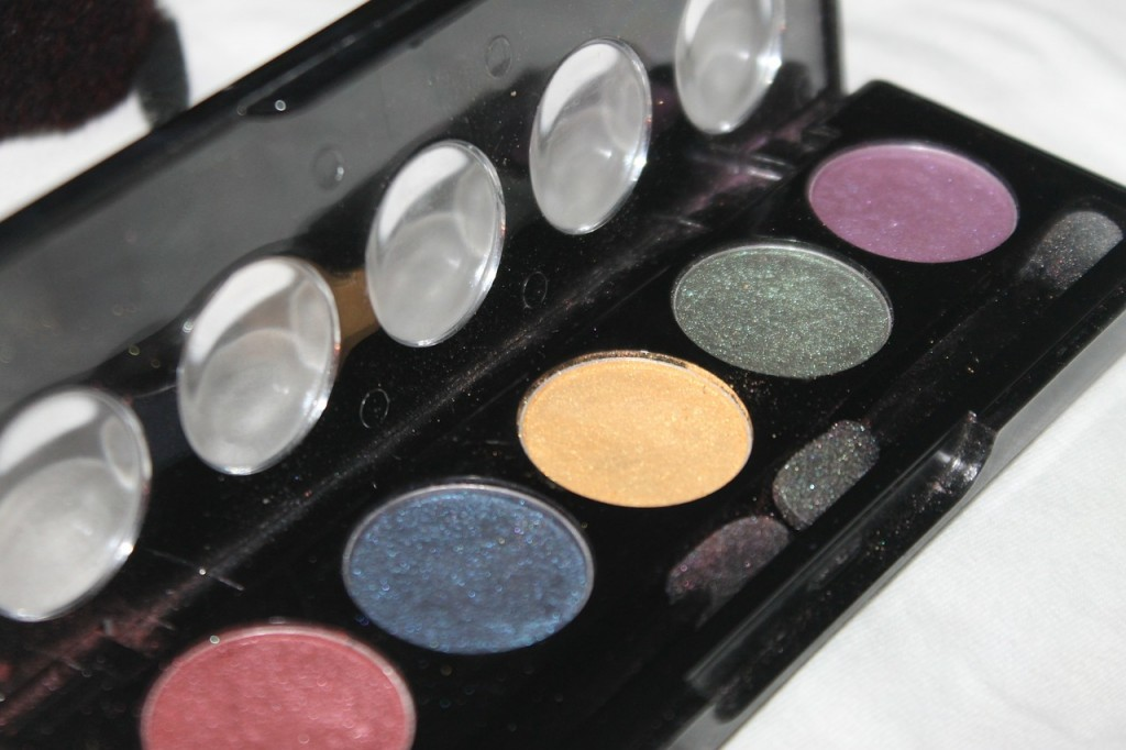 eye-shadow-554639_1280