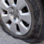 車のパンク時の正しい対応|パンクが増えた原因とすぐできる点検方法まとめ